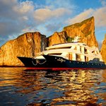 Galapagos Islands Tours &amp; Cruises