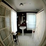  Rose Room Bathroom with Jacuzzi Tub