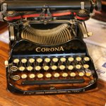  Cool old typewriter at the Inn