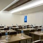  Medium capacity for standard meeting room