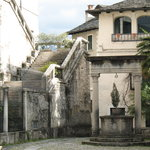  Piazzetta vicino al monastero