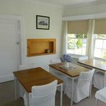  Bay-windowed breakfast room