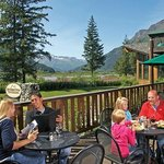 Outdoor dining at Seward Windsong Lodge