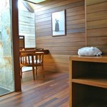  OVERWATER DELUXE BATHROOM