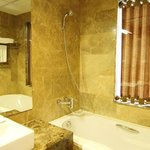 Bath Executive Room - Vista Hotel Hanoi