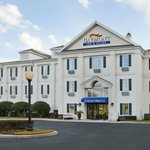 ‪Baymont Inn & Suites Lakeland‬