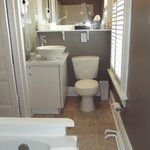Anderson ensuite with whirlpool tub/shower combination