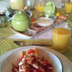  Complimentary breakfast with fresh fruit (Mar 29)