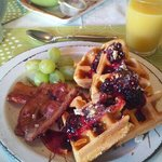 Complimentary breakfast with waffles + berries (Mar 29)