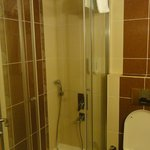 shower.. clean and modern