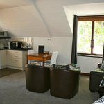  Luxury Suite - Lounge / Dining / Kitchentte