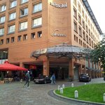  El hotel cuenta con servicio de aparcacoches