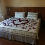  Honeymooners bed set up