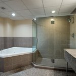  King Jacuzzi Suite Bath