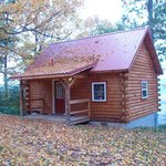 The front view of the Sweet Heart Cabin as you arrive for your stay.