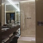  Carlton Hotel Baglioni Grand Deluxe Room Bathroom