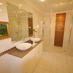 Bathroom, Platinum bedroom