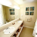 Grand Summit Guest Room Bath
