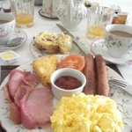 FULL Irish breakfast!! (and we left that way...)