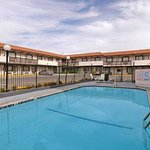 Days Inn Near Six Flags - Magic Mountain resmi