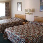 Economy Inn Slymar Bed