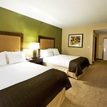 Holiday Inn Express Glendale AZ Queen Bed Guest Room