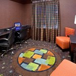  Holiday Inn Express &amp; Suites Dallas West Business Center