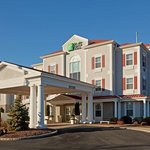 Welcome to our Holiday Inn Express & Suites