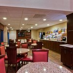  Enjoy our free hot Express Start breakfast buffet daily
