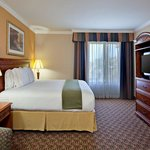 Holiday Inn Express Hotel near Perris Valley Skydiving-King Bed