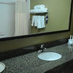  Holiday Inn Express Phoenix Chandler Guest Bathroom