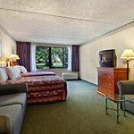 Howard Johnson Inn & Suites & Conference Center