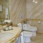 1 King Standard Bathroom