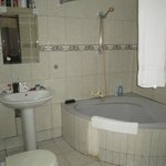 Bathroom in the 2 bedroom apartment, upstairs room