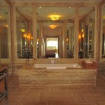 Coral Suite Bathroom