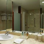  Guest Bathroom Crowne Plaza Hotel Brugge