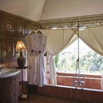  caidal tented suite bathroom
