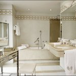  Bathroom in Suites