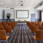  45 Watt Meeting room
