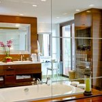  Poniente Suite Bathroom