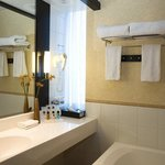  Executive Room / Bathroom Amenities