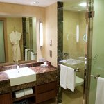  Superior Room Or Deluxe Room Bathroom
