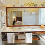 Elounda Gulf Suites Bathroom