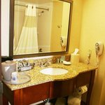  Queen Standard Bathroom Layout
