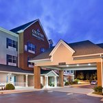  CountryInn&amp;Suites Fairburn  ExteriorNight