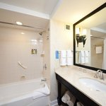 Boardwalk Inn Deluxe Room Bathroom