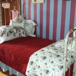 Twin bed in Victorian Room