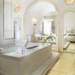  Marchesa Liliana bathroom