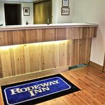  MTRoadway Inn PFront Desk