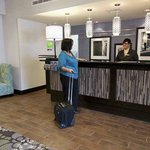 Hampton Inn & Suites Winnie resmi